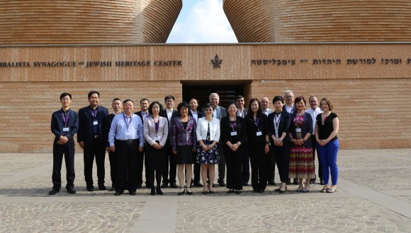 The Chinese delegation poses in front of TAU's Cymbalista Synagogue and Jewish Heritage Center